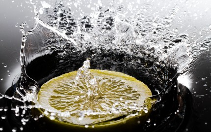 Lemon dropped in Water